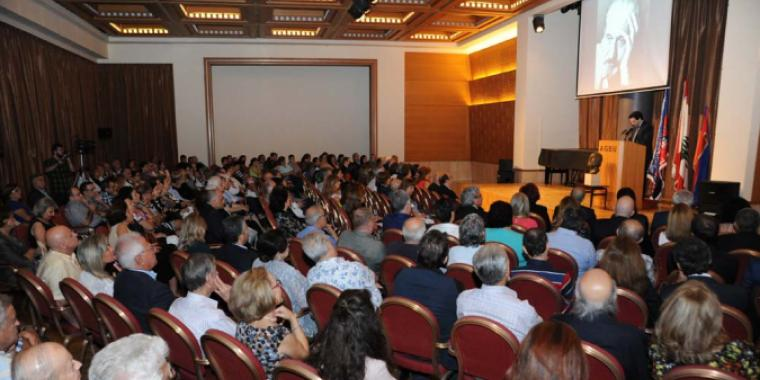 تكريمٌ للراحل بيرج فازليان: أتقن لغة المسرح وأخرج مئة عمل بأربع لغات