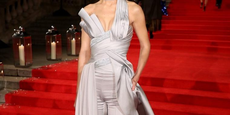 كايت موس وجيجي حديد الأكثر أناقة في حفل الـ London Fashion Awards 2016