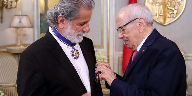 وسام الاستحقاق التونسي من الصنف الأول لمارسيل خليفة