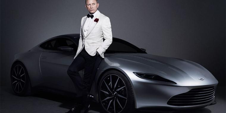 دانيال كريغ يبيع سيارته في مزاد خيري