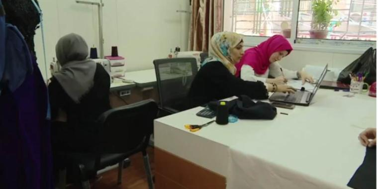 أول دار لتصميم الأزياء وعرضها في غزة