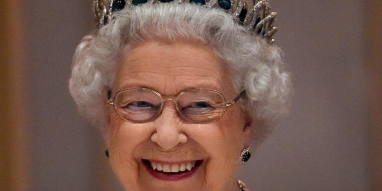لماذا تحتفل الملكة إليزابيث بعيدها مرتين؟