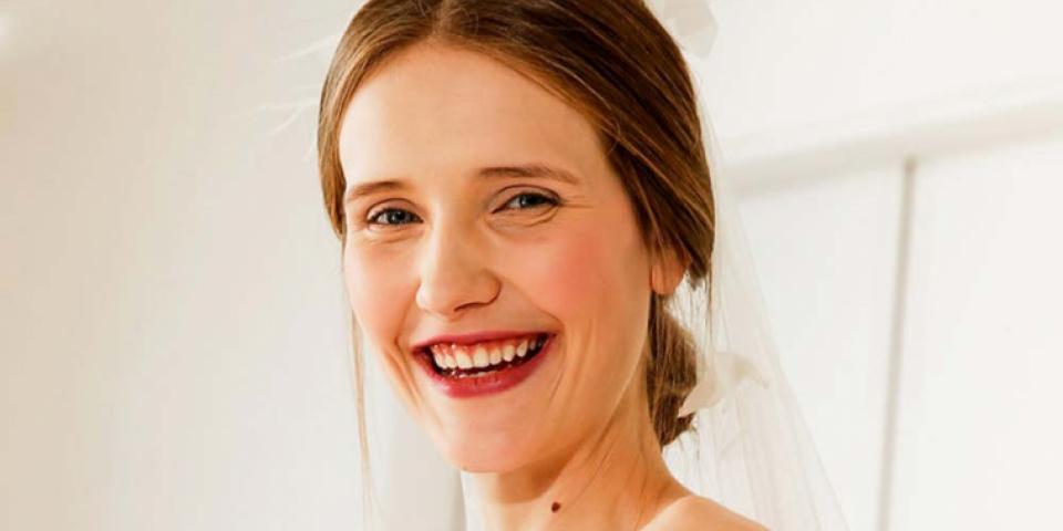 لون أحمر الشفاه الأكثر بحثا على Pinterest للعروس في زفافها