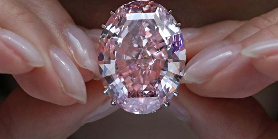الماس الوردي الأقرب إلى قلوب الأثرياء