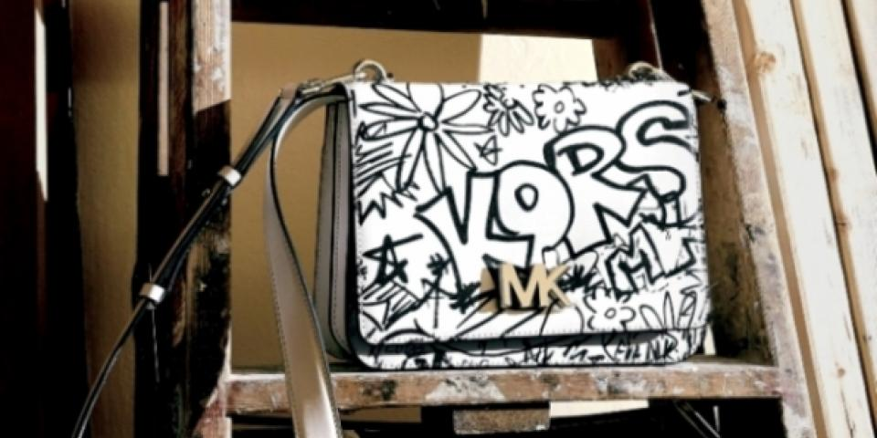 فن الغرافيتي يغزو حقائب مايكل كورس