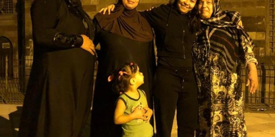 """شيرين عبد الوهاب في حي القلعة بحثاً عن""""رائحة""""والدها!"""