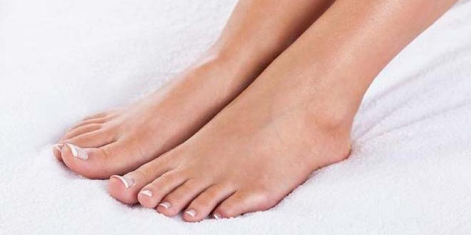 كيف تعالجين جفاف جلد القدمين خلال الصيف؟