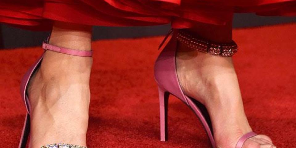 5 تفاصيل مخفية لم نلاحظها على سجادة Emmy Awards الحمراء