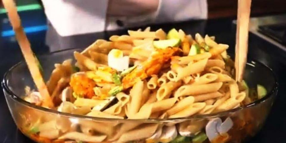 بالفيديو: باستا مع الدجاج بالخلطة الإيطالية
