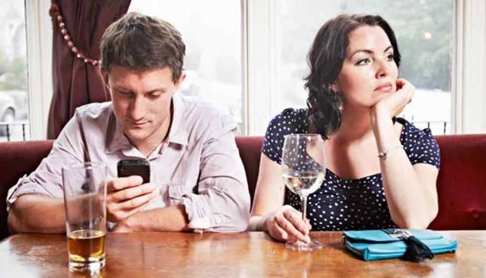 7 مؤشرات تؤكد أنكِ في علاقة مؤذية