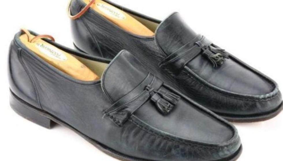 حذاء مايكل جاكسون في رقصة Moonwalk يباع في مزاد