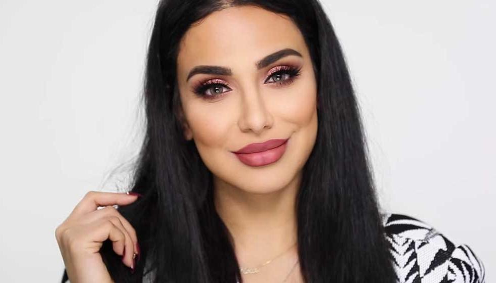 Huda Beauty تشجع النساء على تفتيح مهابلهن والناس غاضبون!