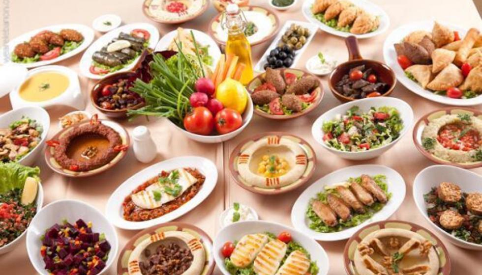 كم دعوة تلبّون في رمضان؟ وكيف لا تسمنون؟