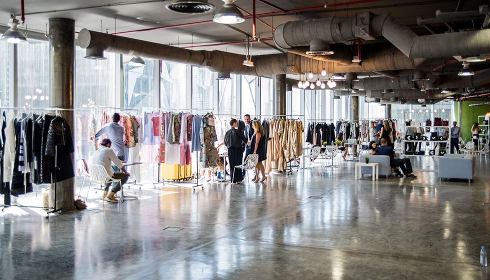 """«فاشن فورورد دبي» يطلق """"برنامج تمكين المصممين عبر تعاون المؤسسات"""""""
