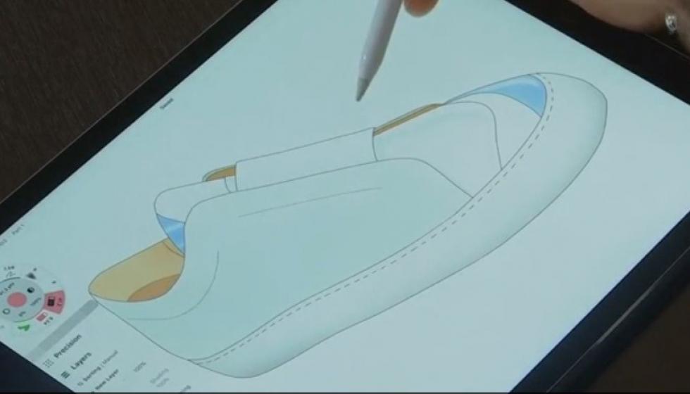 السوري دانيال عيسى اللاجئ إلى فرنسا يصمم أحذية رياضية فاخرة