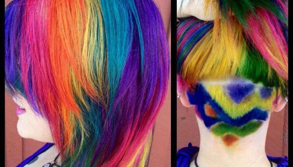موجتان في موجة وهرة ملونة على الرأس