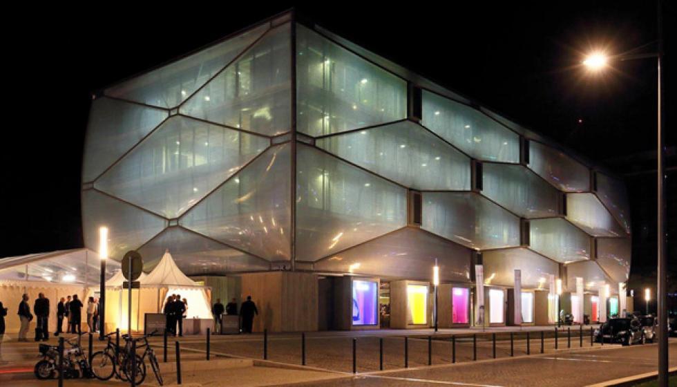 فيليب ستارك: ثورة الفانتازيا والتصاميم التعبيرية
