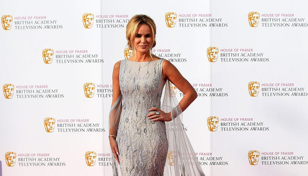 أماندا هولدن تطل بفستان ملكة الثلج