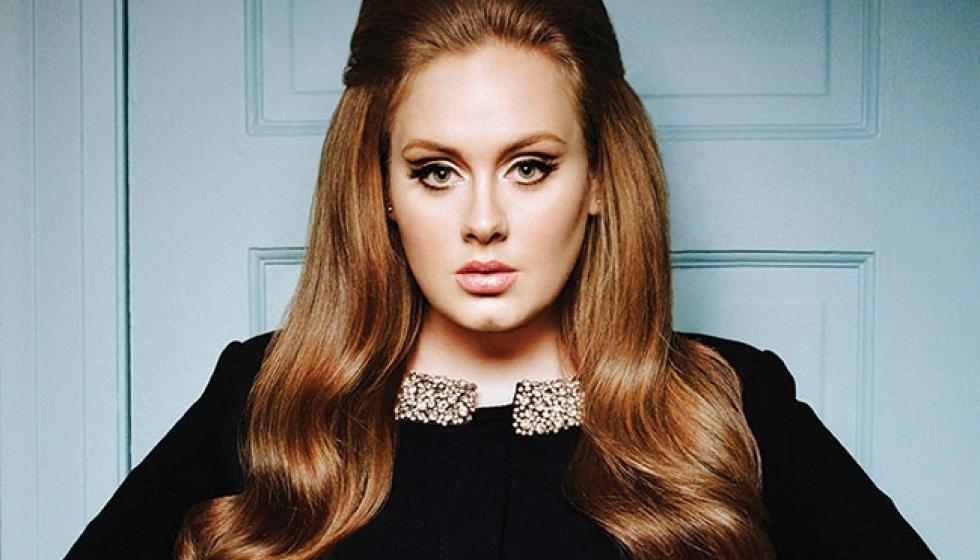 """مجموعة ملابس للمقاسات الكبيرة من تصميم المغنية البريطانية """"أديل"""" Adele !"""
