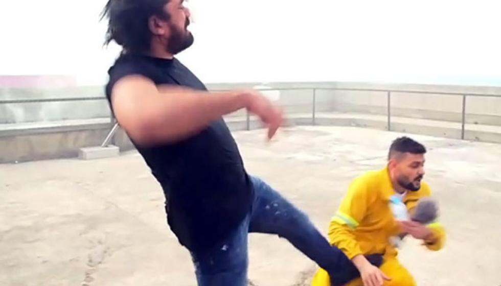 عمرو اديب بين بانديراس وكرارة.. قصم ظهر البعير