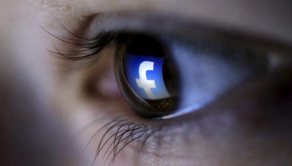 هل نُشبِهُ أنفسنا على وسائل التواصل الإجتماعي؟