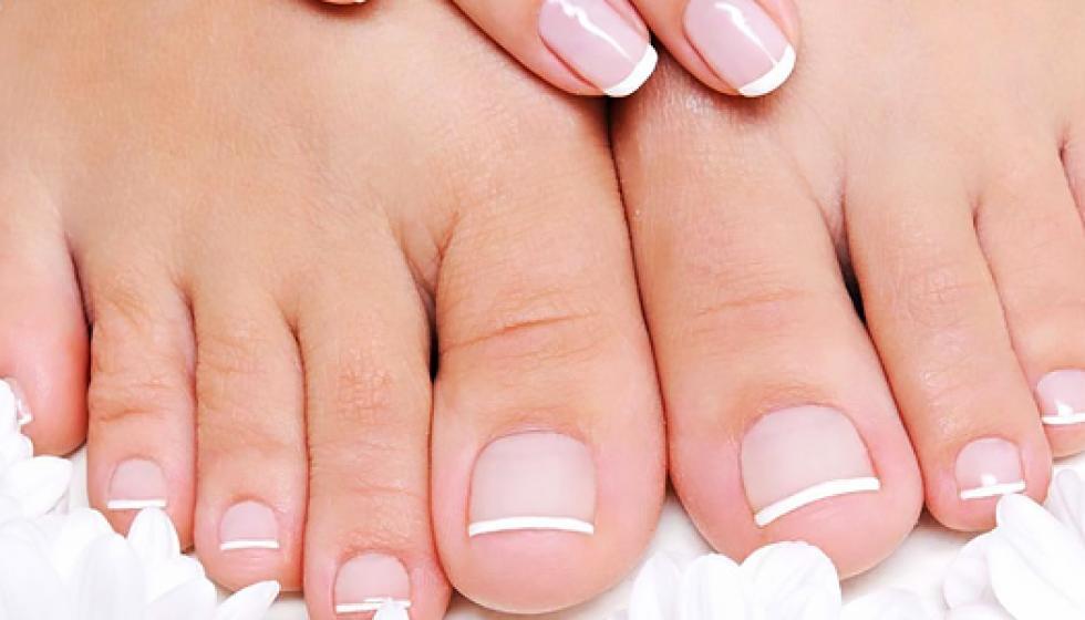 نصائح  للعناية السليمة بأظافر اليدين والقدمين