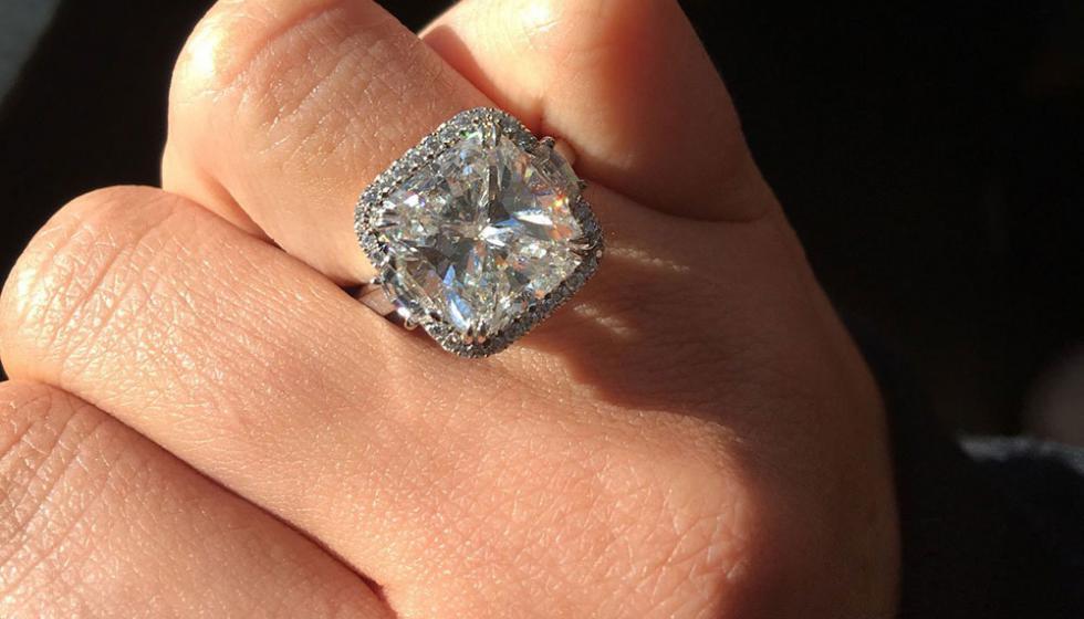 ما سر خاتم كايلي جينر الماسي؟