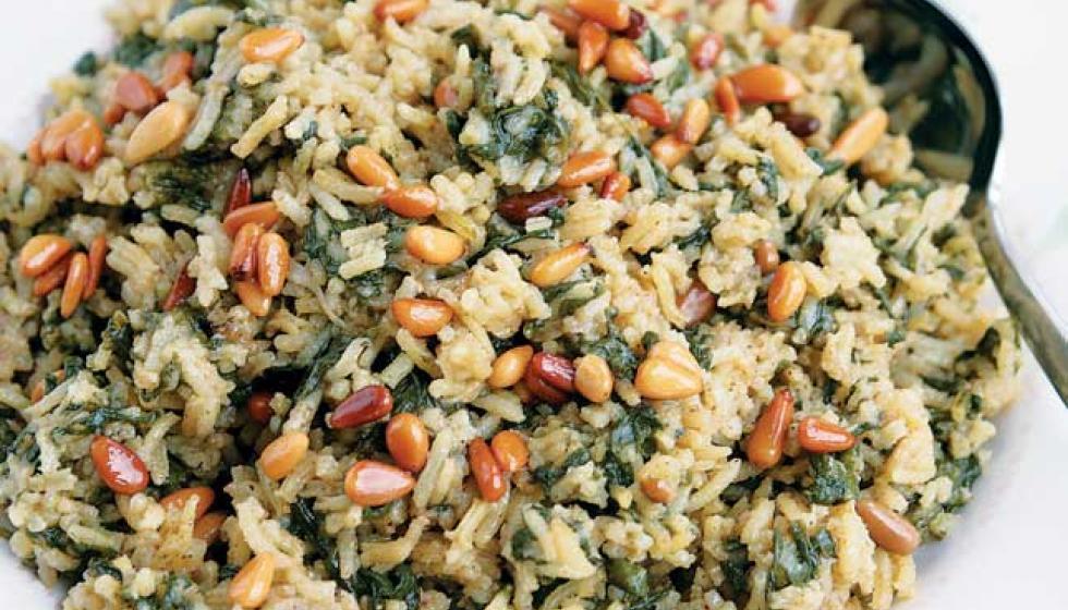 السبانخ بالأرز والصّنوبر