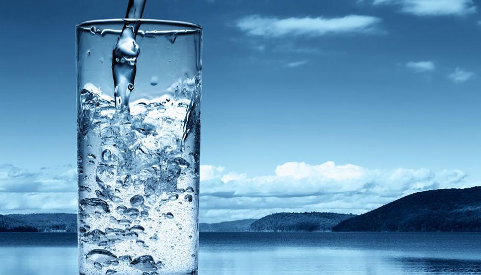 أنا أشرب، أنت تشرب، وبالماء نحّيا