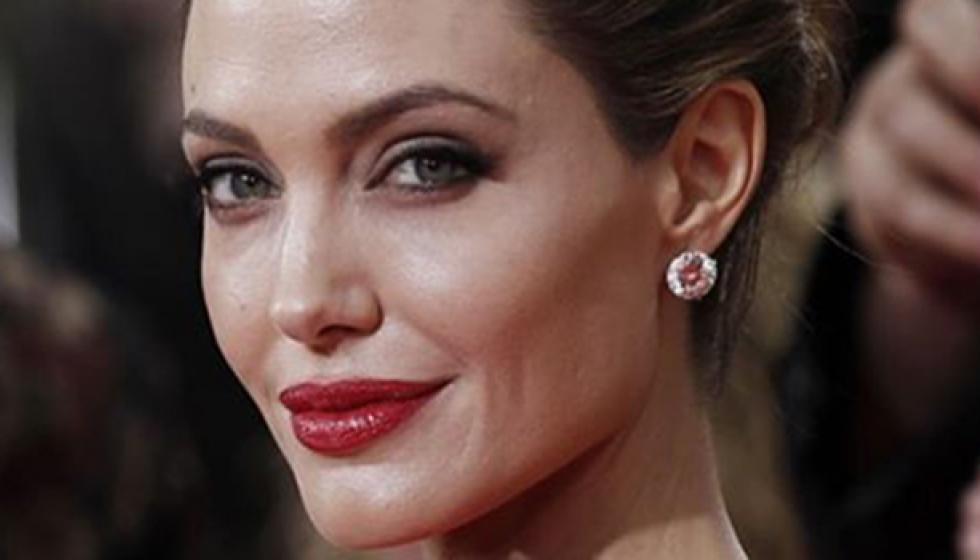 كيف تغلبت انجلينا جولي على فاديمير بوتين؟