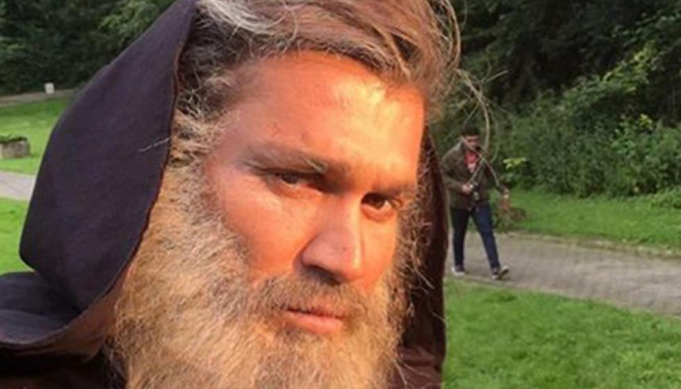 جورج الراسي بلحية طويلة.. فهل دخل الدير؟