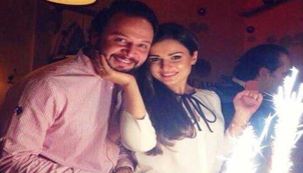 من هو النجم العربي الذي شبه زوجته بالورود؟