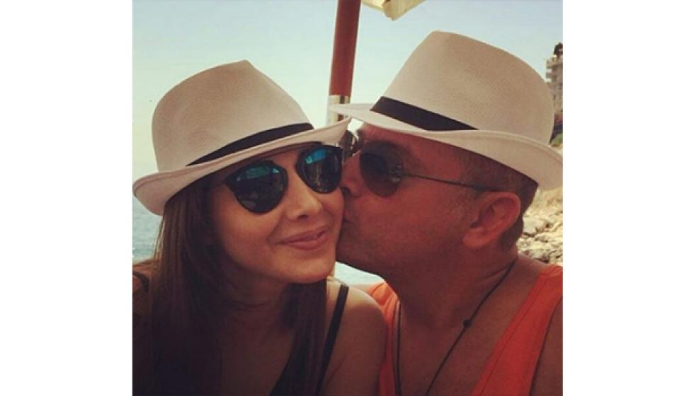 نانسي عجرم وزجها يحتفلان بعيد زواجهما على الشاطىء