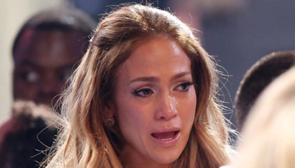 جينيفر لوبيز تبكي أمام الجمهور