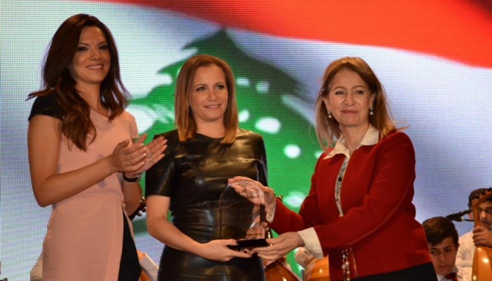 تانيا قسيس تغني للوطن في طرابلس