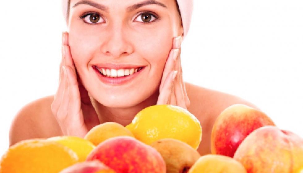 الفاكهة لبشرةٍ أكثر إشراقاً