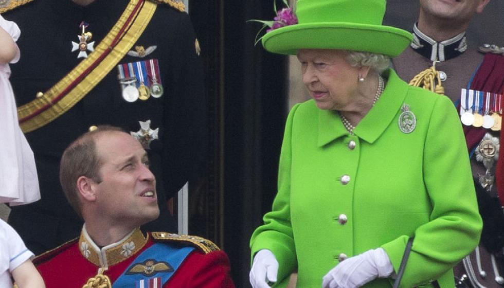 الملكة اليزابيت توبخ حفيدها أمام المئات