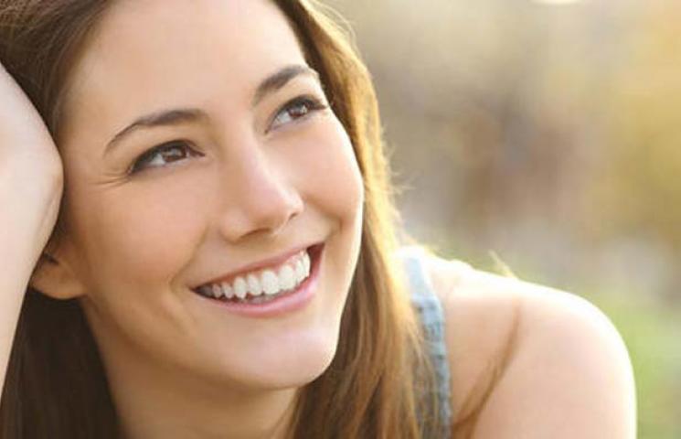 ستة أسباب تجعل من الابتسامة جسراً إلى القلوب