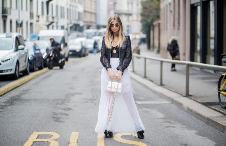 ثلاثة أسباب لارتداء التنانير الطويلة هذا الربيع!