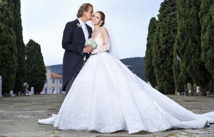 بالصور: فستان زفاف فيكتوريا سوارفسكي مطرز بمئة ألف حبة كريستال